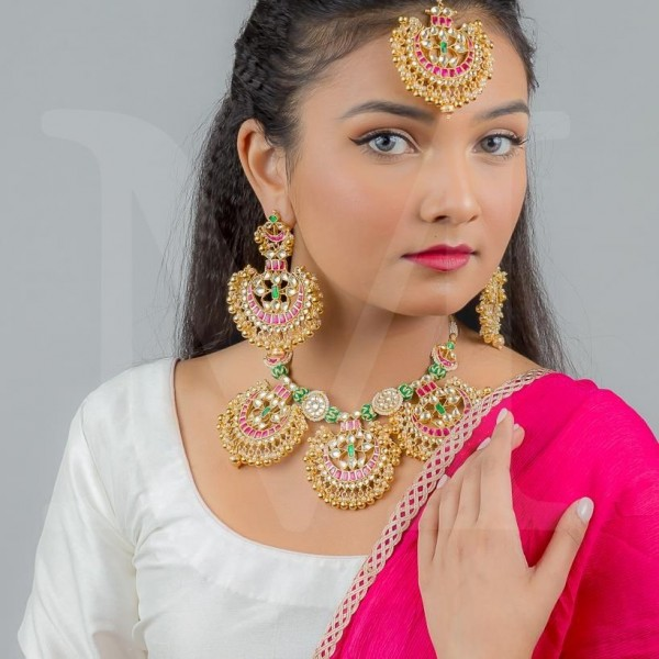 Arisha Kundan Necklace Set